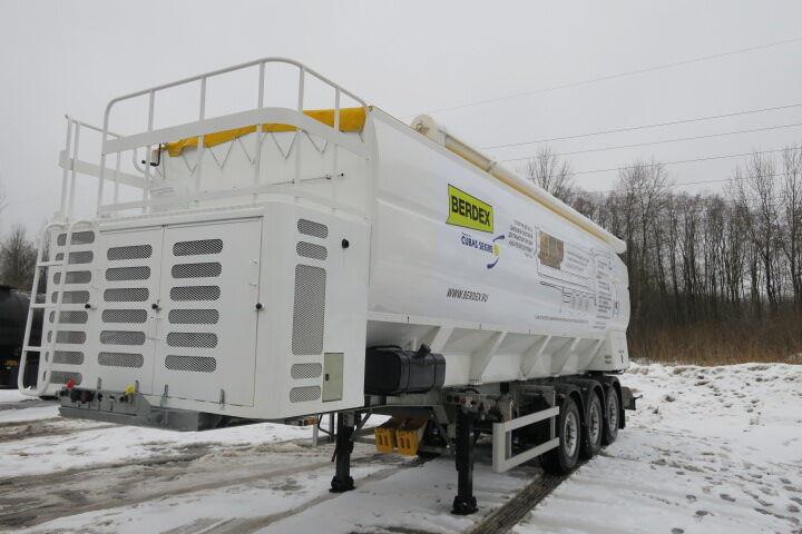 новый полуприцеп зерновоз BERDEX SM 3