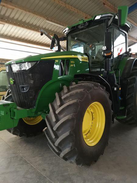 трактор колесный JOHN DEERE 7R250